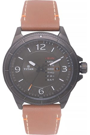 Titan Men Analogue Watch
