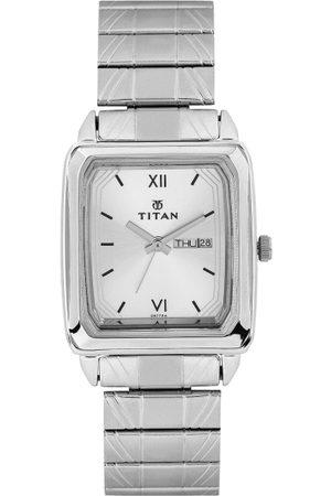 Titan Men Silver-Toned Dial Watch NF1581SM03