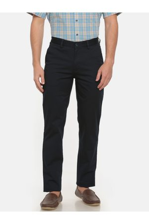 Peter England Men Slim Fit Solid Chinos
