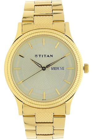 Titan Men Gold-Toned & Cream-Coloured Analogue Watch NK1650YM06