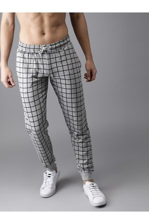 HERE&NOW Men & Black Checked Joggers