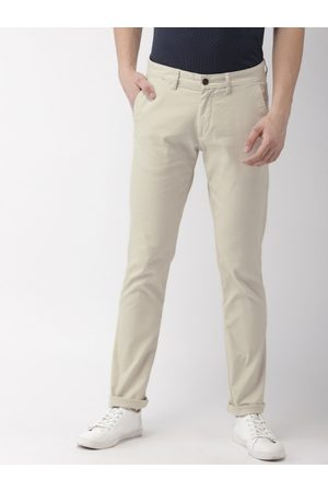Arrow Men Off-White Chrysler Tapered Fit Solid Chinos