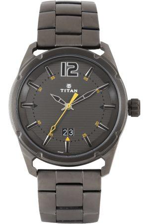 Titan Men White Grey Watch 1699QM01