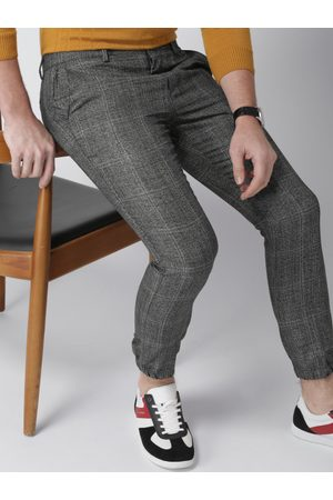 Invictus Men & Grey Slim Fit Checked Regular Trousers