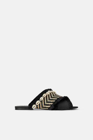 f34dbe9b21c Zara Fringed flat sandals with seashells