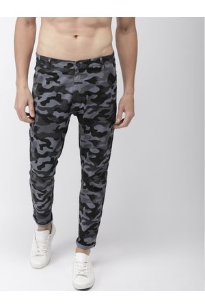 Highlander Men & Black Tapered Fit Camouflage Printed Chinos