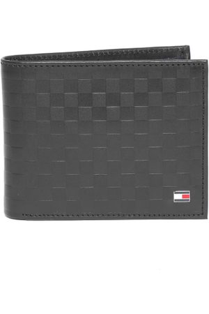 Tommy Hilfiger Men Black Leather Textured Two Fold Wallet