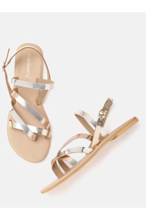 DressBerry Women Silver-Toned & Rose Gold-Toned Colourblocked One Toe Flats