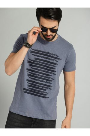 Roadster Men Blue Striped Round Neck T-shirt