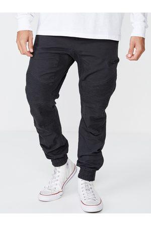 Cotton On Men Black Slim Fit Solid Joggers