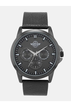 Roadster Men Black Leather Analogue Watch SWM-RD2-C