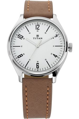 Titan Men Silver-Toned Analogue Leather Watch 1802SL01
