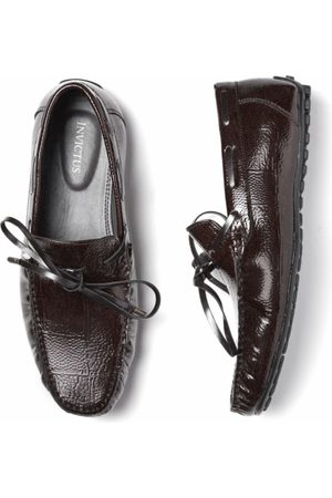 Invictus Men Coffee Brown Croc Textured Driving Shoes with Tie-Up Detail