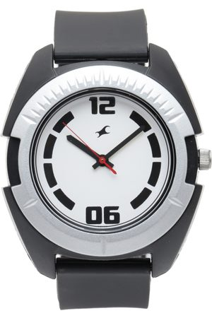 Fastrack Men Off-White Analogue Watch NJ3116PP02C