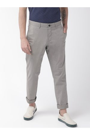 Tommy Hilfiger Men Grey Straight Fit Lightweight Solid Chinos