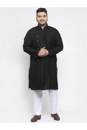 Pluss Men Black Solid Kurta with Pyjamas