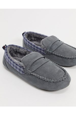 Original Penguin Moccasin slippers with check collar in
