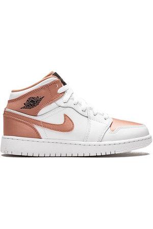 Nike TEEN swoosh logo sneakers