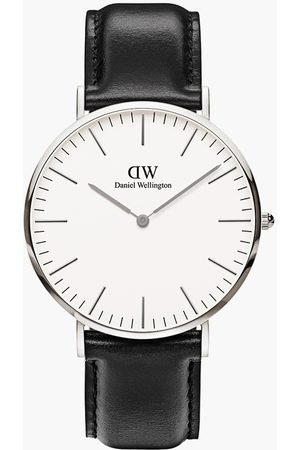 Daniel Wellington Men Analog Watch with Leather Strap - DW00100020