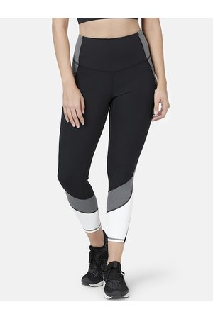 ENAMORA Women Black & White Striped Hugged Fit Athleisure Energy Cropped Tights