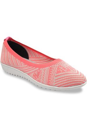 meriggiare Women Peach-Coloured Woven Design Mesh Ballerinas