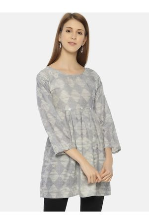 Resha Women Blue & White Geometric Printed Tunics