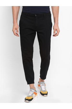 Red Tape Men Black Tapered Fit Solid Cropped Joggers