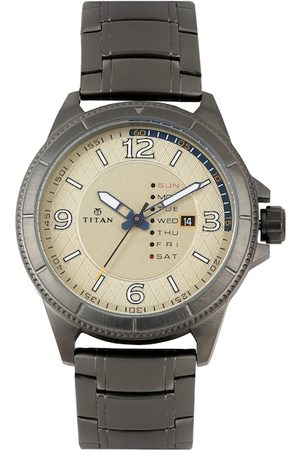 Titan Men Beige Dial Watch 1701QM01