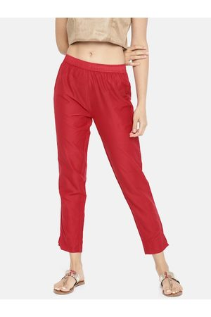 GO COLORS Women Red Tapered Fit Solid Cropped Regular Trousers