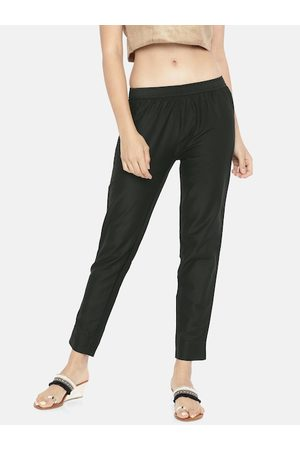 GO COLORS Women Black Tapered Fit Solid Cropped Regular Trousers