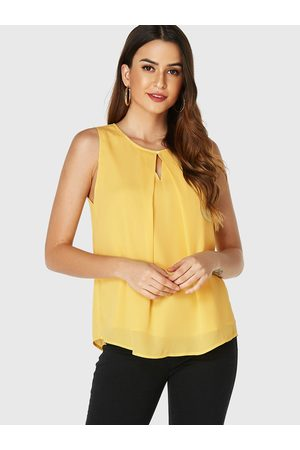 YOINS Cut Out Round Neck Sleeveless Top