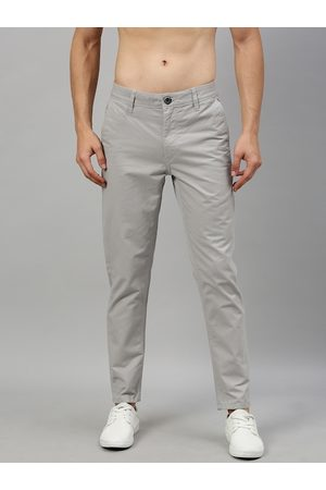 Roadster Men Grey Regular Fit Solid Chinos