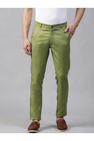 DENNISON Men Green Smart Tapered Fit Solid Chinos