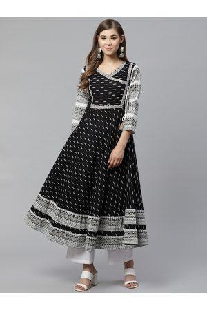 Yash Gallery Women Black & White Printed Anarkali Kurta