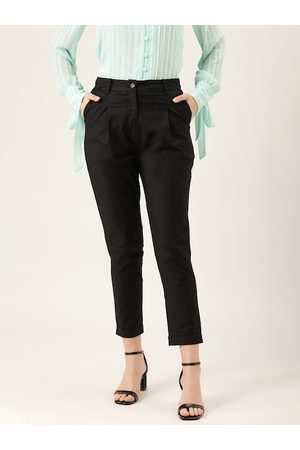 Quiero Women Black Solid Cropped Formal Trousers