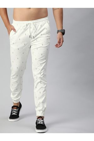 Roadster Men White & Black Regular Fit Printed Joggers