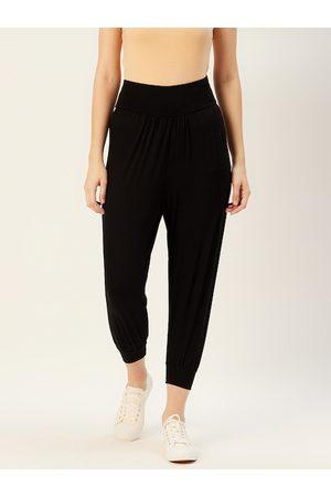 Sera Women Black Solid Cropped Joggers