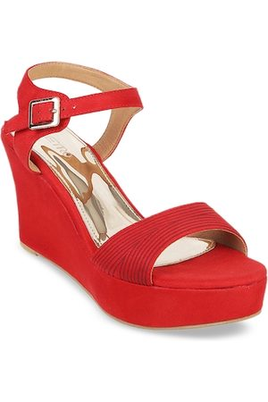 Metro Women Red Solid Wedges