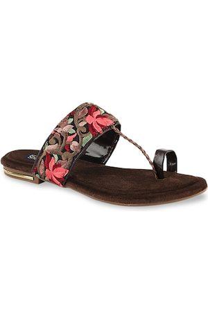 Shoetopia Women Brown Woven Design One Toe Flats