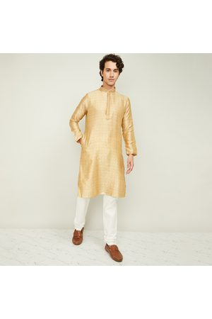 Manyavar Men Jacquard Pattern Kurta with Churidar