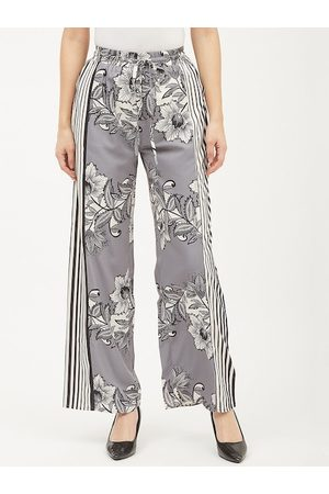 Harpa Women Grey & White Smart Regular Fit Floral Printed Parallel Trousers