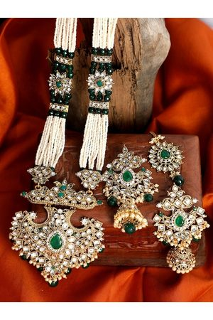 ANIKAS CREATION Gold-Plated Green & Off-White Kundan Studded Pearl Beaded Handcrafted Jewellery Set