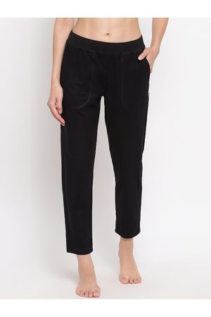 ENAMORA Women Black Solid Relaxed-Fit Cropped Fleece Lounge Pants