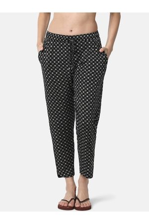 ENAMORA Women Black & White Printed Lounge Pants