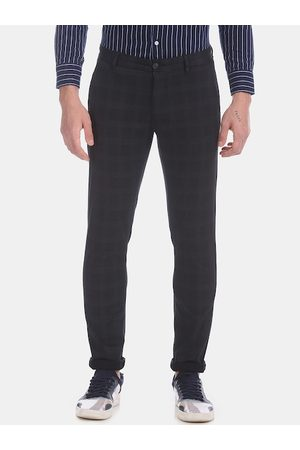 Arrow Men Grey Regular Fit Checked Joggers