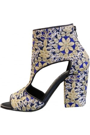 Strategia Cut Out Ankle Boot A3276