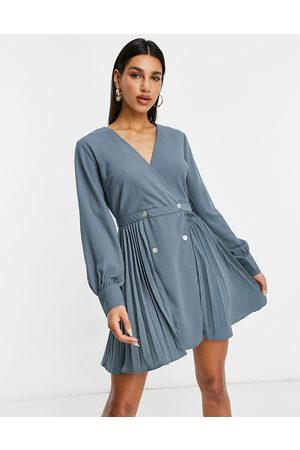 Missguided Pleated skater dress in