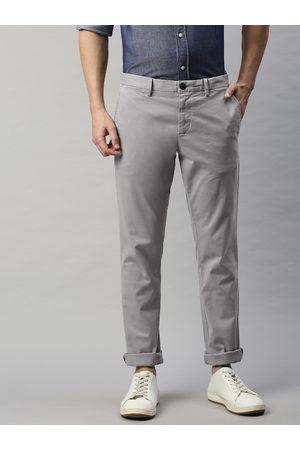 Tommy Hilfiger Men Grey Slim Fit Solid Chinos