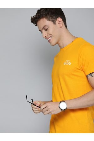 HERE&NOW Men Mustard Yellow Solid Round Neck T-shirt with Printed Detailing
