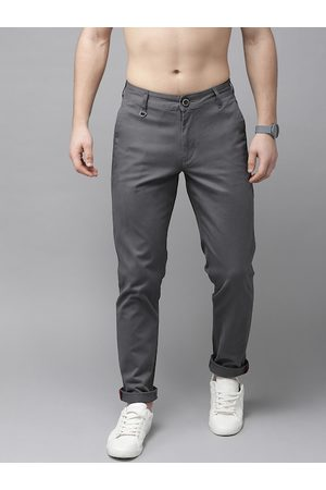 Roadster Men Charcoal Grey Slim Fit Solid Chinos